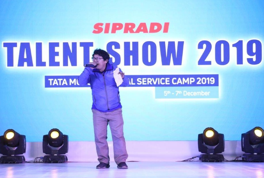 Song performance by Sipradian